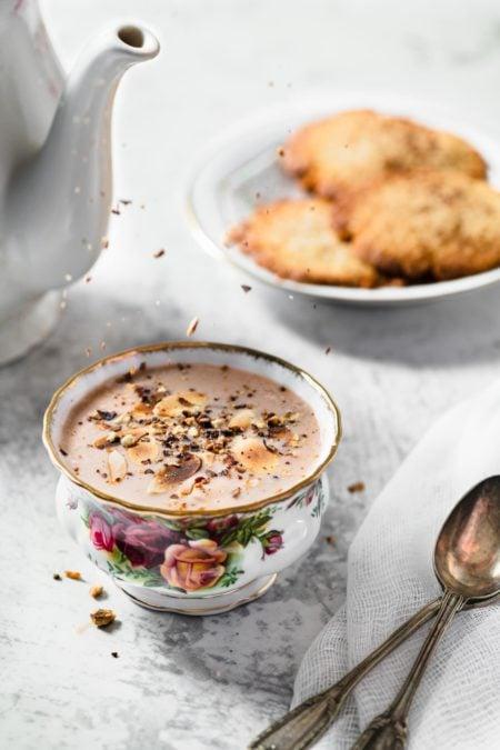 Gobelets au lait d'amande et noisette, fins sablés à la cannelle | quatresous.fr