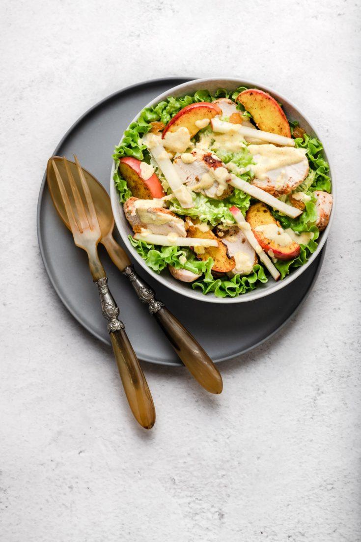 Salade de pommes au curry, poulet citronné et sa sauce au yaourt