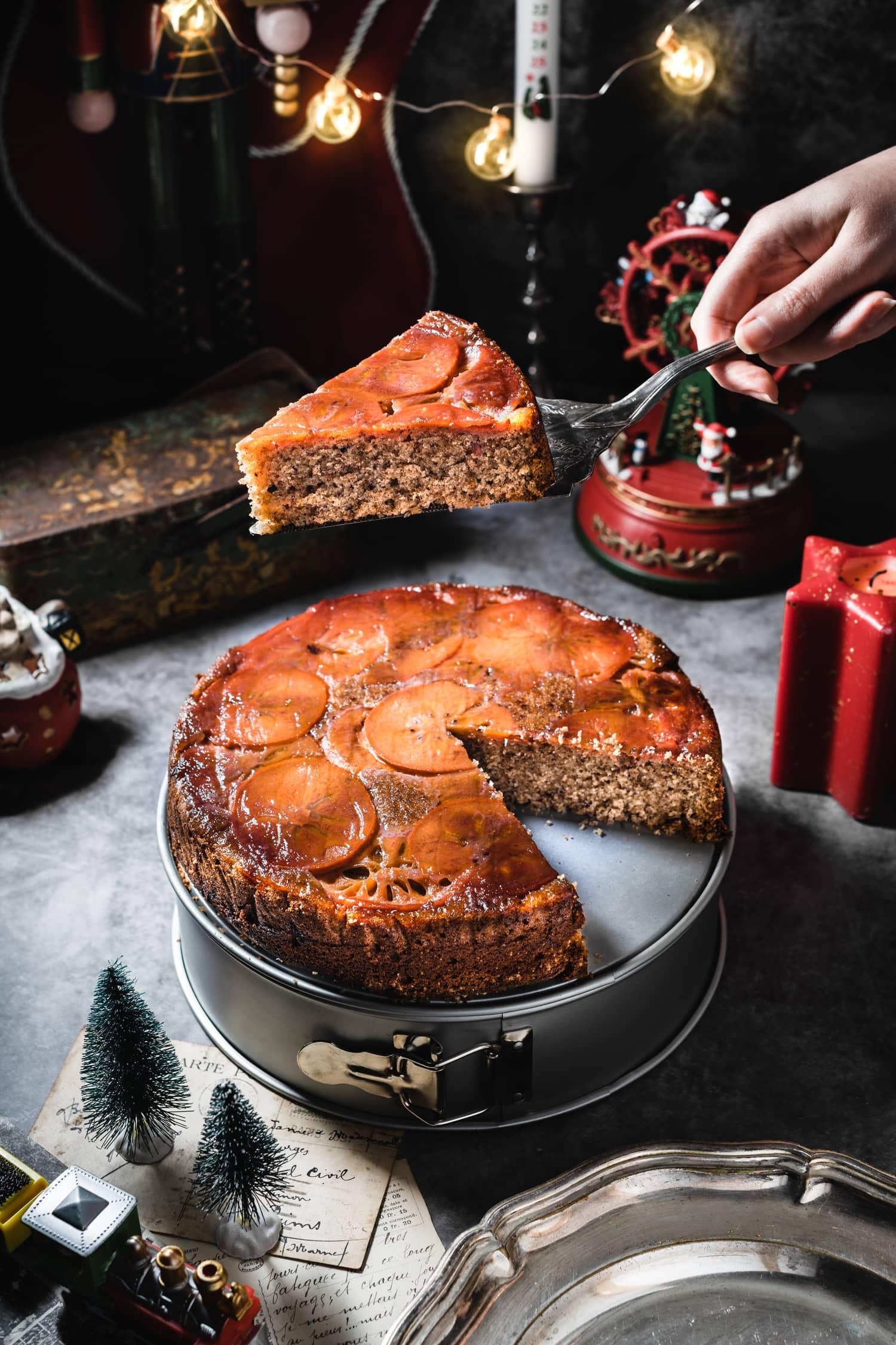 Gâteau renversé épicé aux kakis, pécan et whisky | quatresous.fr
